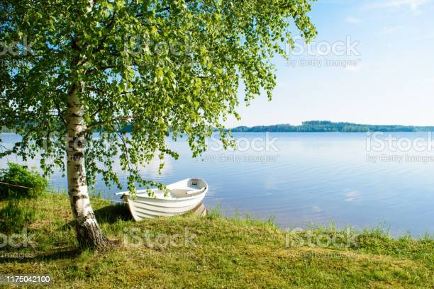 Photo of White boat on the lake.