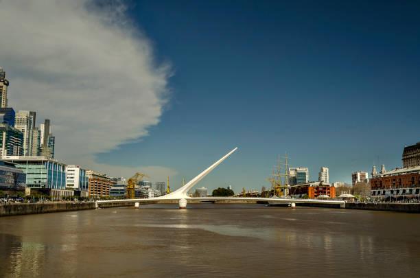 Puente blanco - foto de stock