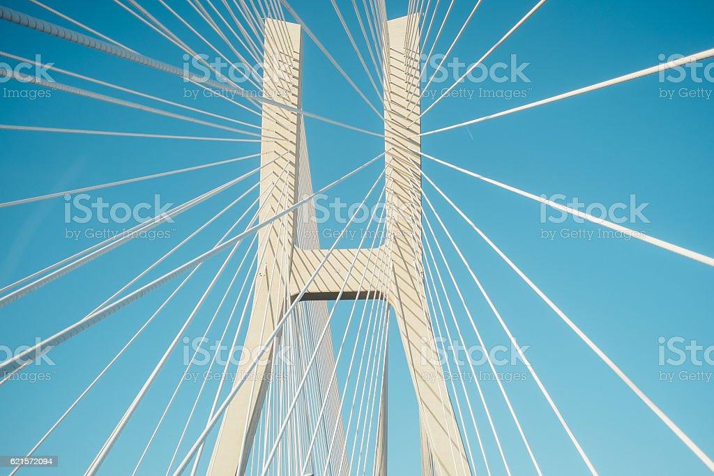 white bridge with ropes photo libre de droits