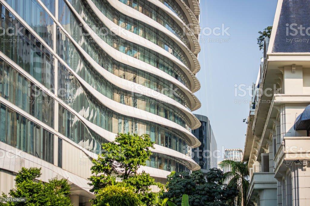 White building with a modern facade in Bangkok, Thailand – zdjęcie