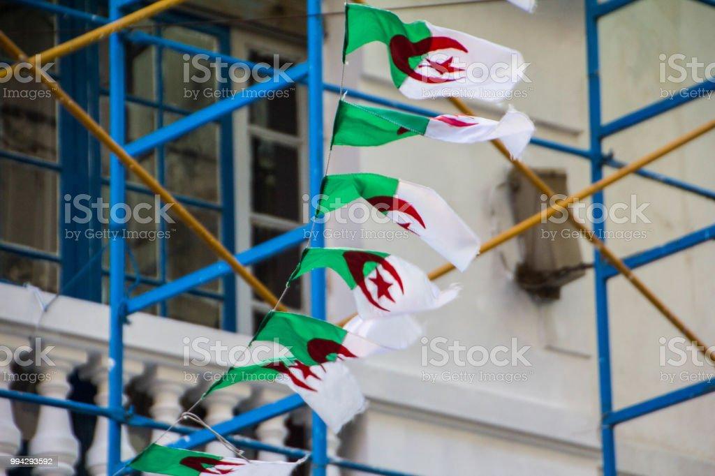 Edificios blanco vistos desde las calles de Argel (Alger), Argelia - foto de stock
