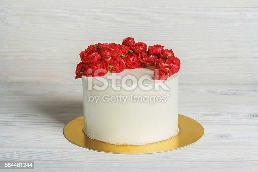 White Cake With Cream Red Roses Stockfoto Und Mehr Bilder Von Blume