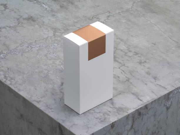 weißen karton mockup mit gold-aufkleber auf der oberseite auf beton tisch - betonkleber stock-fotos und bilder