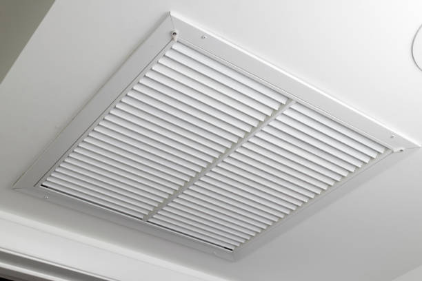weiße decke air vent filtergitter - luftfilter stock-fotos und bilder