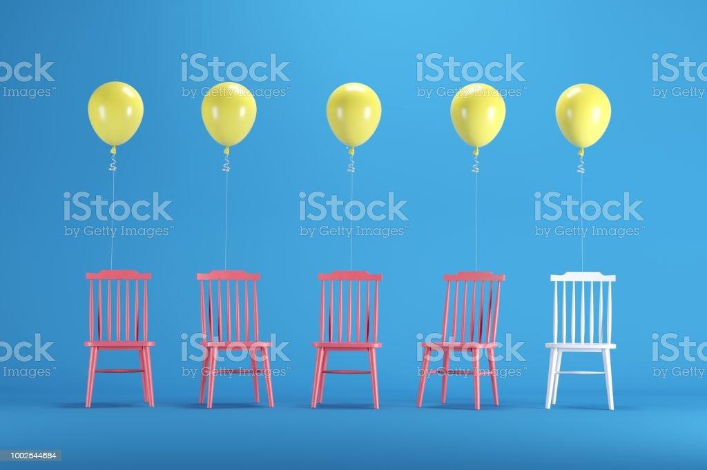 Weißer Stuhl Mit Schwimmenden Gelben Ballons Unter Rote Stühle Auf
