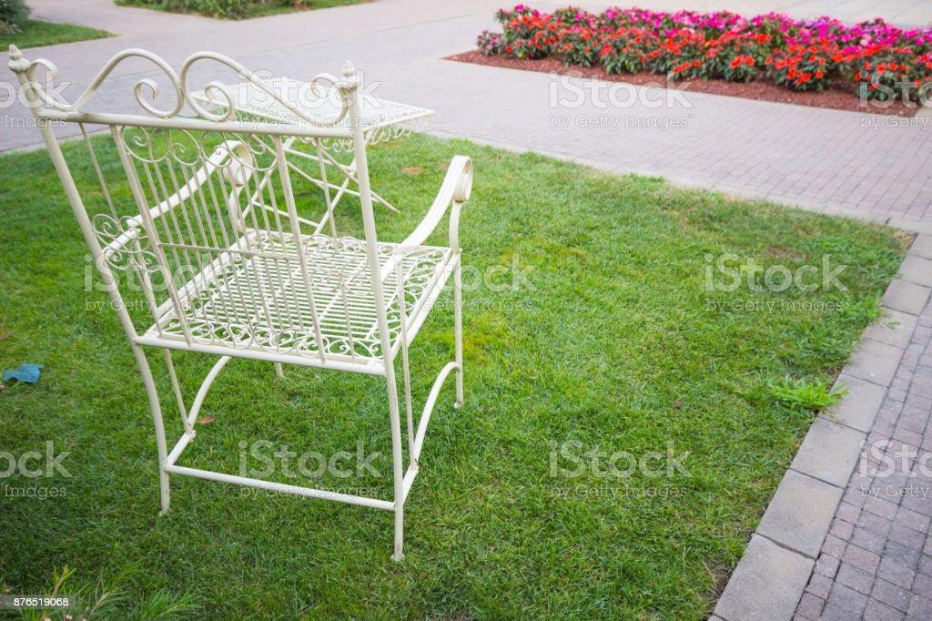 Im Baum Weiße Mehr Stockfoto Von Bilder Istock Stühle Garten Und ZiuXkP