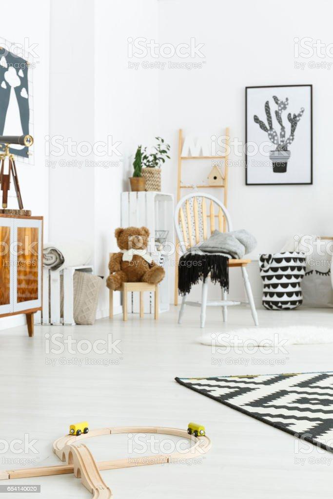Weißen Kinderzimmer Mit Stuhl Stockfoto und mehr Bilder von ...