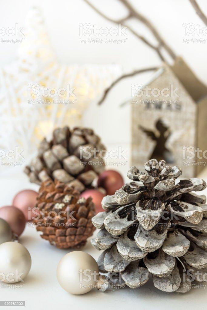 White Christmas Decoratie Samenstelling Grote Dennenappels