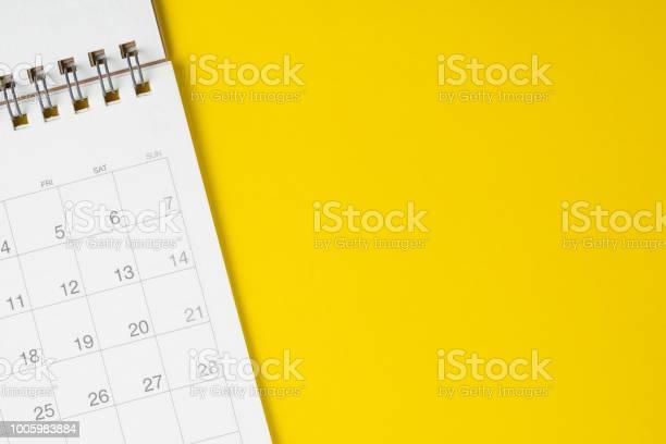 White clean calendar on solid yellow background with copy space or picture id1005983884?b=1&k=6&m=1005983884&s=612x612&h=h7qi26lxik895ay5kh77h fdpojulapbzqdnbiyb37o=