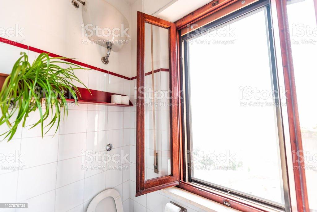 Photo libre de droit de Salle De Bains Toilette Propre ...
