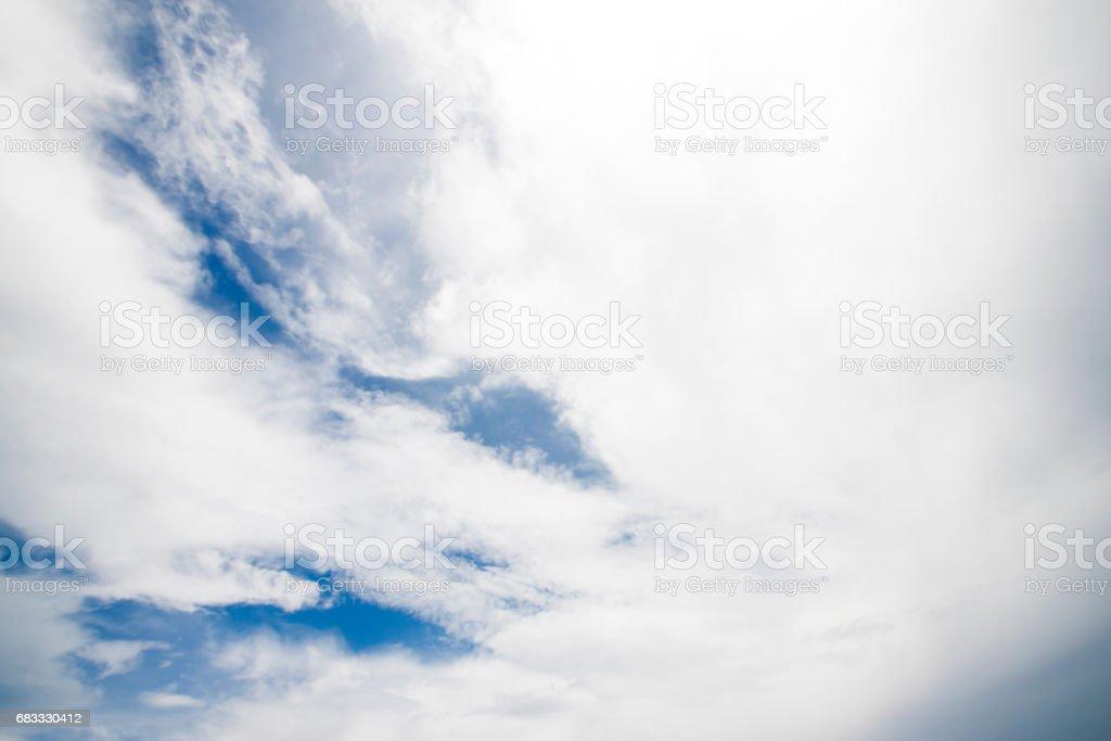 Blanco nube en el cielo azul foto de stock libre de derechos