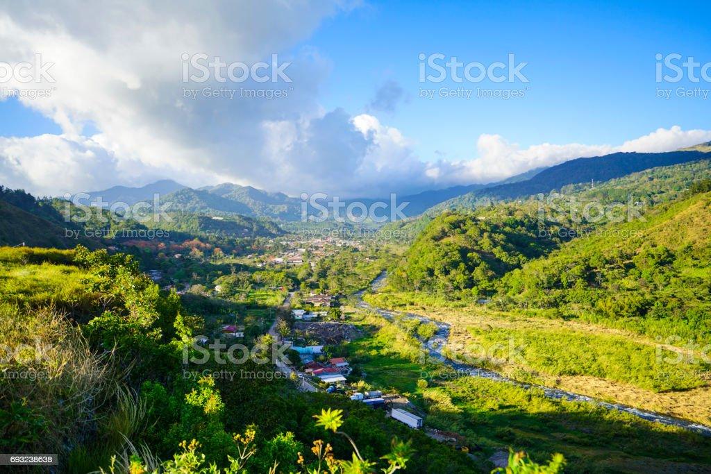 Boquete、パナマの町の上の白い雲 - アウトドアのロイヤリティフリーストックフォト