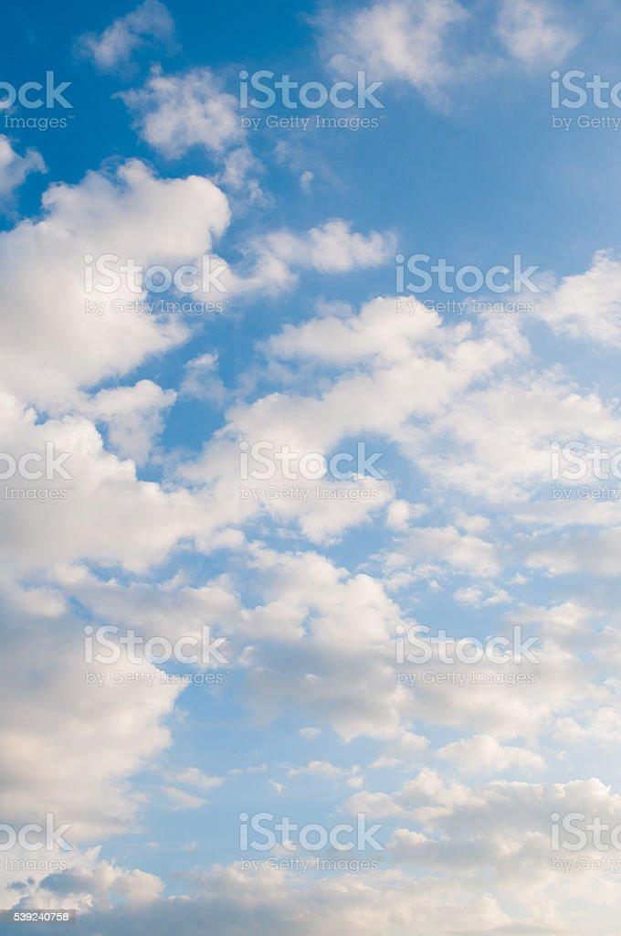 Branco céu nublado foto royalty-free