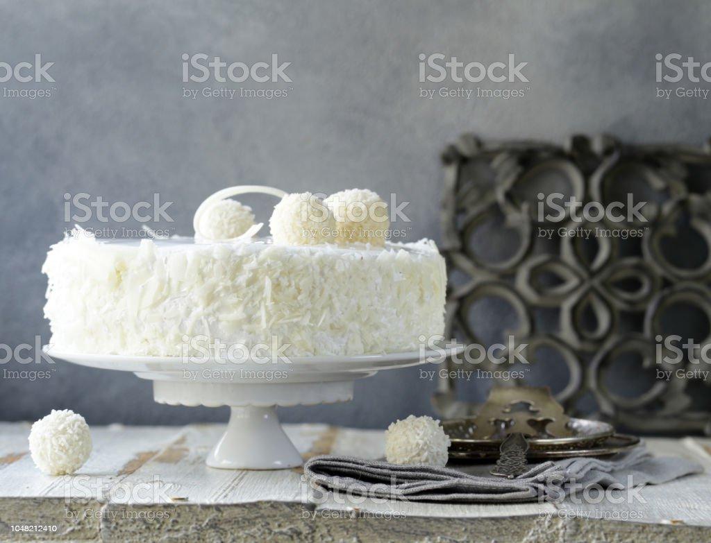 bolo de coco branco - foto de acervo