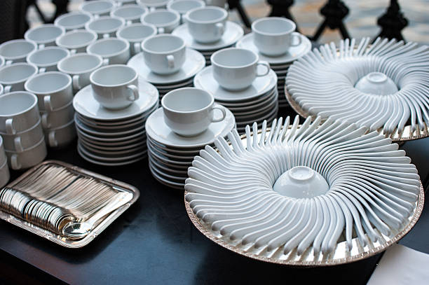 white coffee cups with spoon Set of white ceramics dishes prepare for dinner party or wedding ceremony. Row of Empty clean tea cups coffee cups with spoon, Set up to serve in event or party buffet chinese wedding dinner stock pictures, royalty-free photos & images