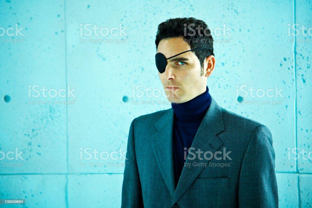 Wirtschaftskriminalität: Geschäftsmann mit Augenklappe – Foto