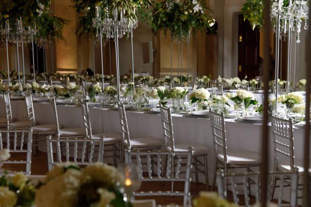 arranjo de flor de cor branca - eventos de gala - fotografias e filmes do acervo