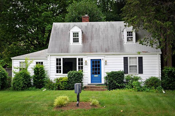 인명별 채색기법 하우스, 블루 문 - 작은 뉴스 사진 이미지