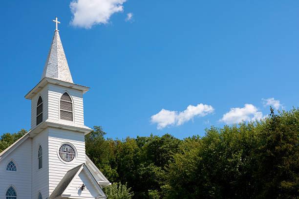 white community church against blue sky - kilise stok fotoğraflar ve resimler