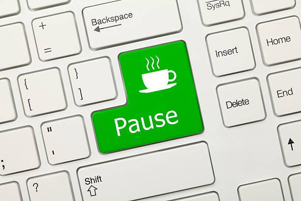 Weißen Konzeptionelle Tastatur-Pause (green key) – Foto