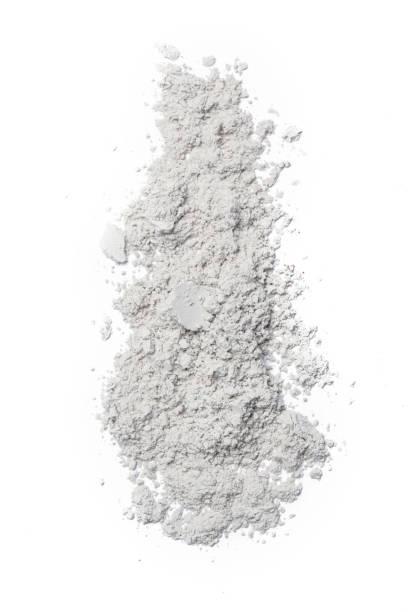 witte cosmetische poeder geïsoleerd op witte achtergrond - gezichtspoeder stockfoto's en -beelden