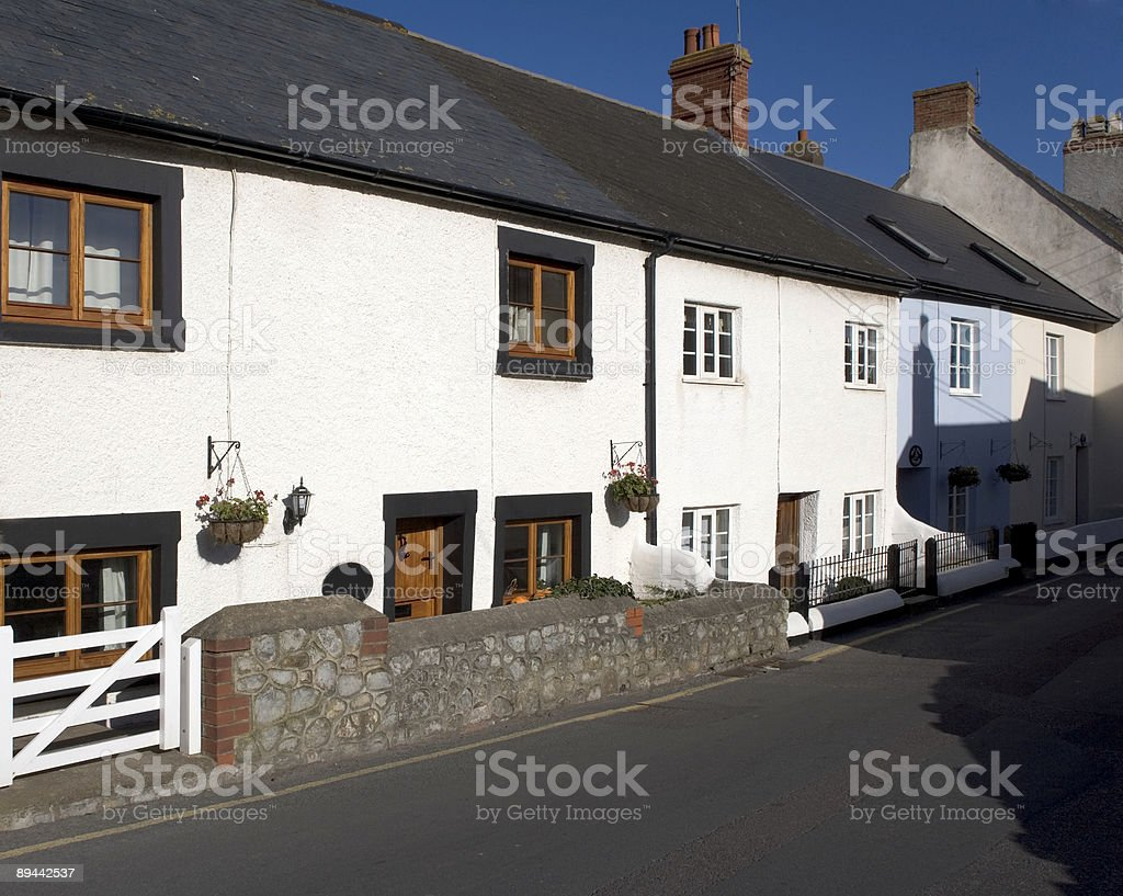 Bianco Cottage main street foto stock royalty-free