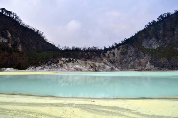 """""""blanco del cráter"""" en bandung, java occidental, indonesia - kawah putih fotografías e imágenes de stock"""