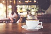 白いコーヒーカップのホット