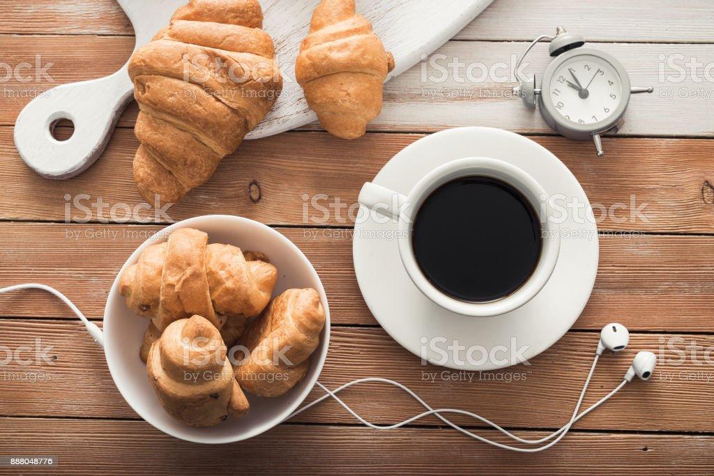Photo Libre De Droit De Tasse Blanche De Café Avec Croissant