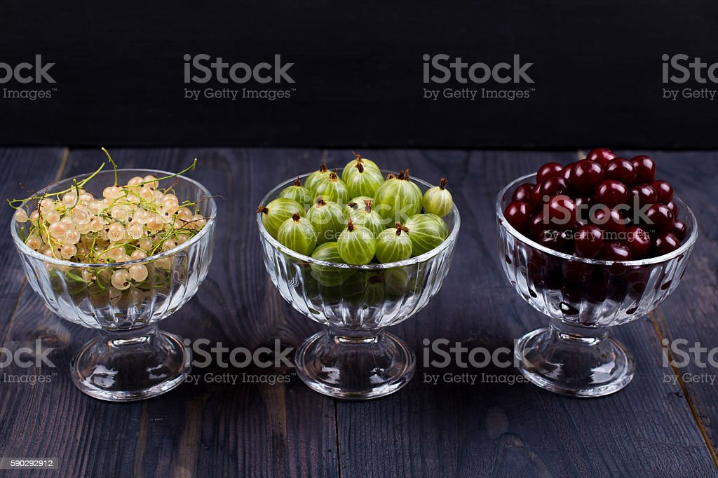 White currant, green gooseberry, cherry, in a bowl royaltyfri bildbanksbilder