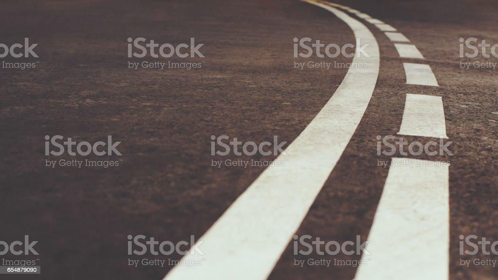 Weiss gebogen Stadt Straßenmarkierung – Foto