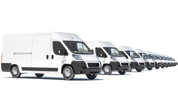 Weißer Lieferwagen in Folge auf weißem Hintergrund – Foto
