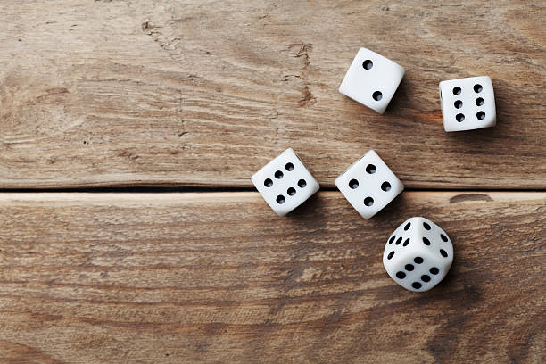 white dice on wooden table. gambling devices. game chance concept. - dobbelsteen stockfoto's en -beelden