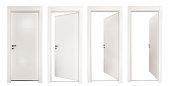 白い背景に分離された白いドア