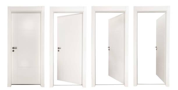 brancas portas isoladas no fundo branco - aberto - fotografias e filmes do acervo
