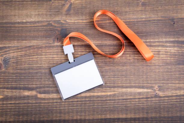 Weiße leere Personal Identität mit orange Abzuglinie Mockup. Namensschild, ID-Karte – Foto