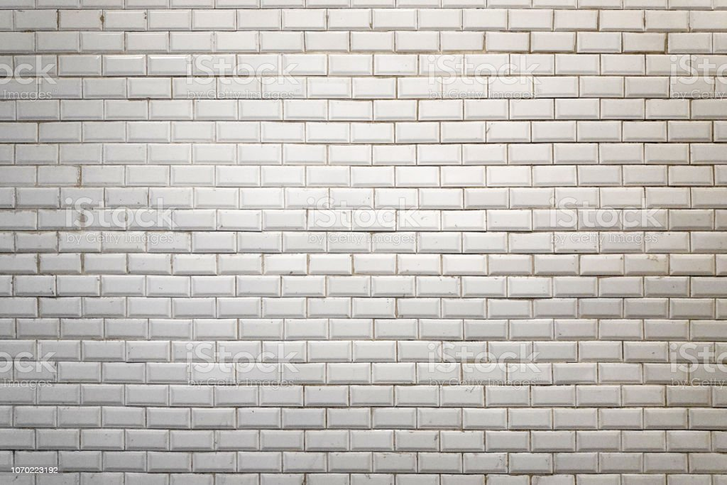 Mur faïence blanc du métro parisien photo libre de droits