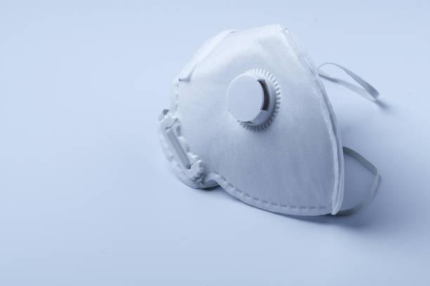 white ffp3 face mask with a valve - ffp2 imagens e fotografias de stock