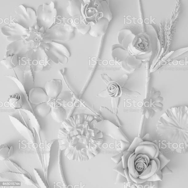 White flowers texture creative minimal concept flat lay picture id645015744?b=1&k=6&m=645015744&s=612x612&h=b7beshmid853nk6ba0terlorx121eebxdvjp5y8dm48=