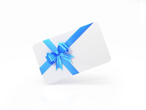 Weiße Geschenkkarte mit blauen Fliege auf weißem Hintergrund – Foto