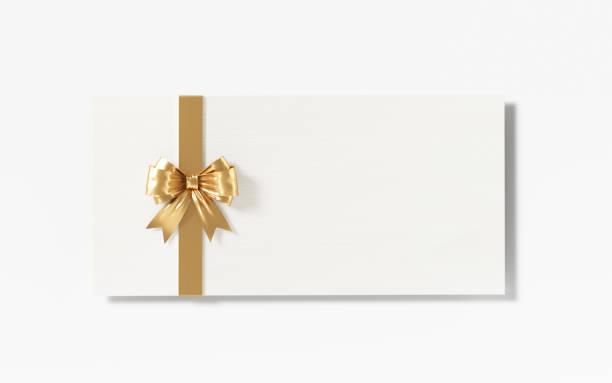 weiße karte mit gold farbigen fliege auf weißem hintergrund - gutschein weihnachten stock-fotos und bilder