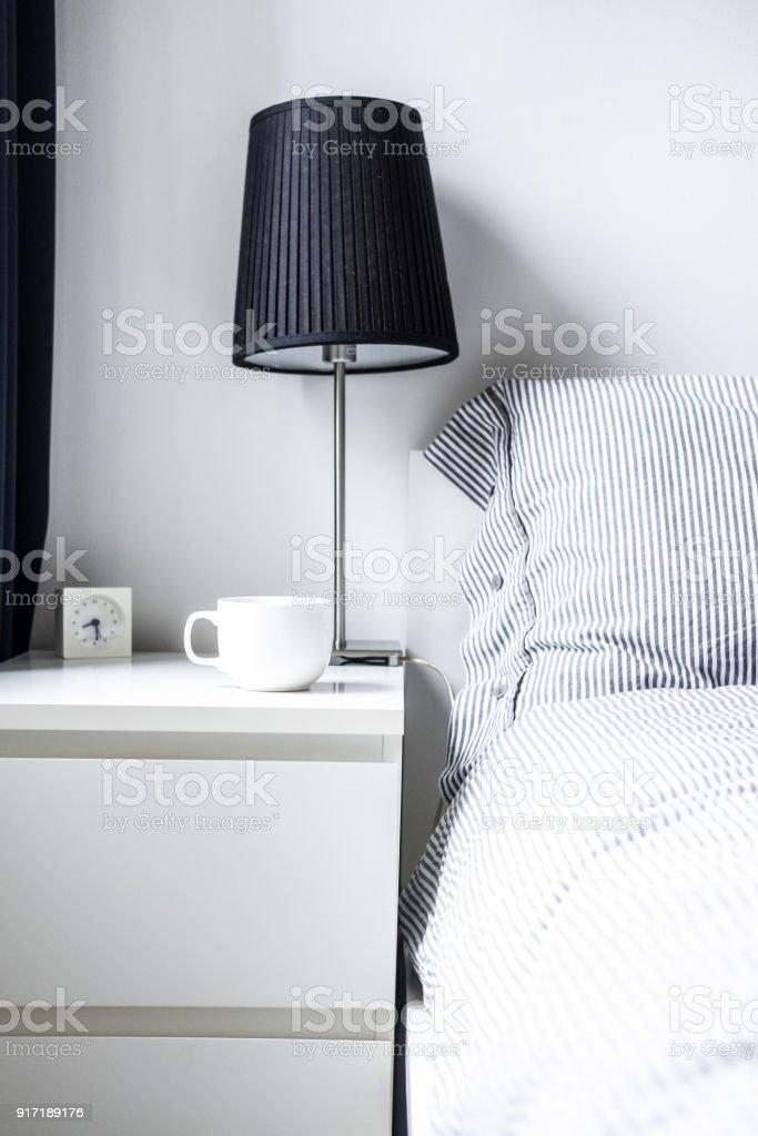 Weiß Grau Minimalistisches Schlafzimmer Design Stockfoto und ...