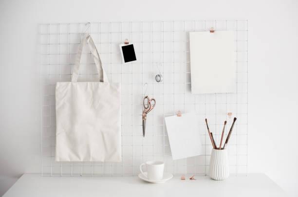 escritório em casa branca quarto interior, blogueiros no local de trabalho - mood board - fotografias e filmes do acervo