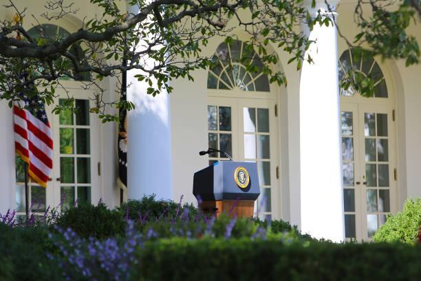 white house podium washington dc usa - выборы президента стоковые фото и изображения