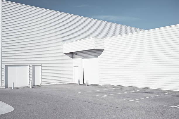Blanco industrial arquitectura - foto de stock