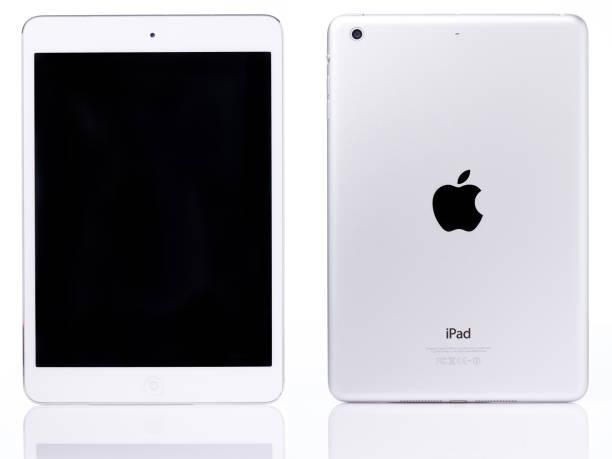white ipad mini tablet - apple computers foto e immagini stock