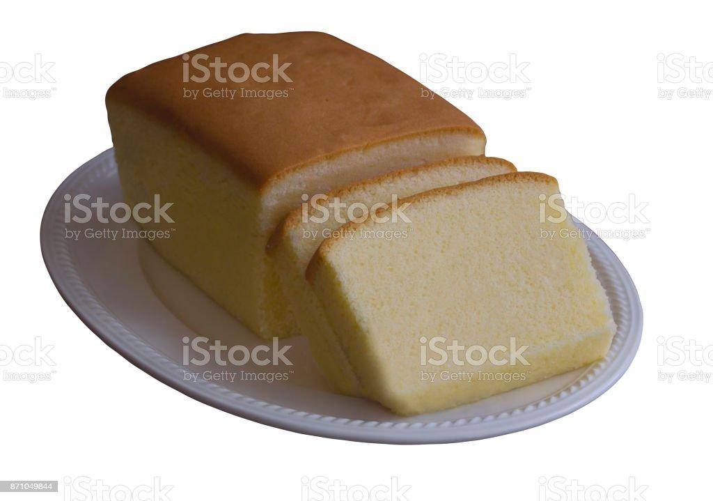 Wit geïsoleerd achtergrond met paden plakjes boter taart op witte plaat knippen. Zelfgemaakte gewone boter of pound cake cake zo lekker glad, zacht en vochtig. Zelfgemaakte bakkerij concept met kopie ruimte foto