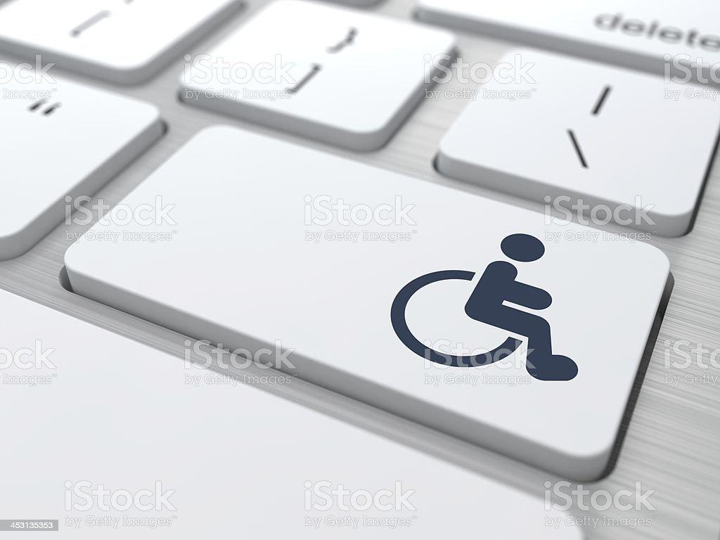 Weiße Tastatur mit rollstuhlgerechtem-Symbol klicken. – Foto