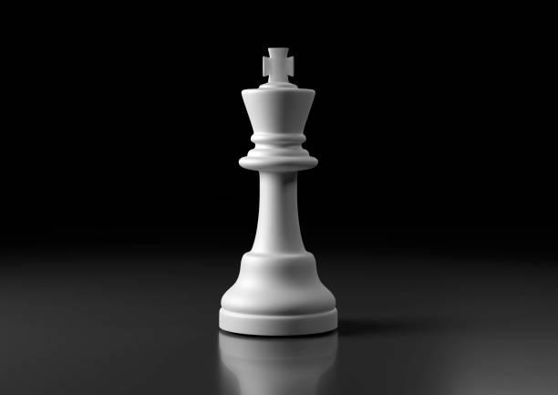 weißer könig schach, stehend vor schwarzem hintergrund - könig stock-fotos und bilder