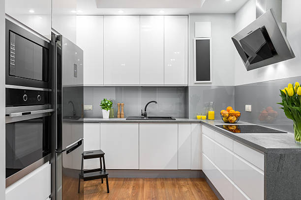 white kitchen in modern style idea - küche neu gestalten ideen stock-fotos und bilder